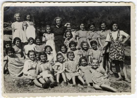 Παιδιά και ομαδάρχισσα, 1948
