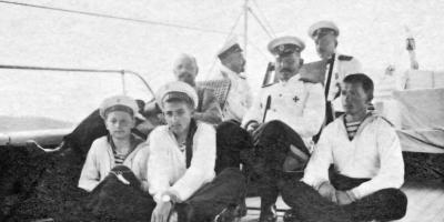 Ο Νικόλαος Φιλοσοφώφ στο κατάστρωμα πολεμικού σκάφους